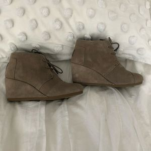 TOMS lace up wedges, size 8!
